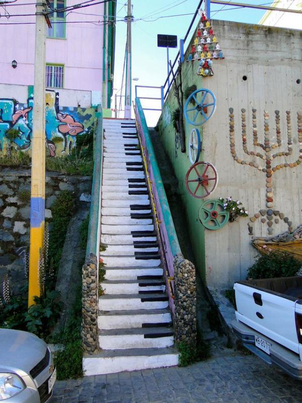 Escaleras en Valparaíso. Chile