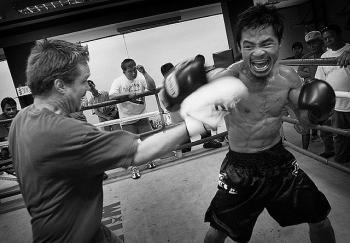 Manny Pacquiao con su entrenador Freddie Roach