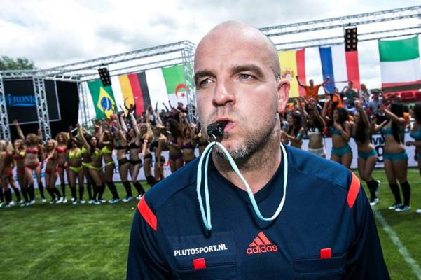 andy-van-del-mayde-fue-el-arbitro-de-dic