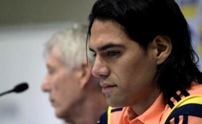 La expresión de Falcao refleja su impotencia mientras se daba la noticia de que no estaría en Brasil 2014