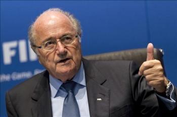 El presidente de la FIFA, Joseph Blatter, habla durante la rueda de prensa el 28 de septiembre de 2012 en Zurich, Suiza