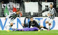 El_delantero_italiano_del_Juventus_Alessandro_Matri_(i)_celebra_el_segundo_gol_de_su_equipo_en_el_partido_que_ha_enfrentado_a_Juventus_FC_y_AC_Fiorent
